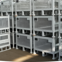STEEL AND PLASTIC PALLETS FOR EASY STORAGE